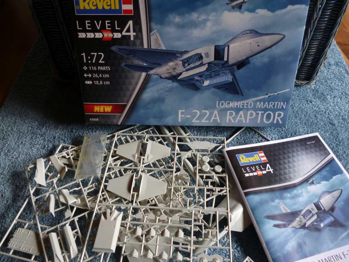 Revell-03858-F-22A-Raptor-2 Lockheed F-22A Raptor in 1:72 von Revell # 03858