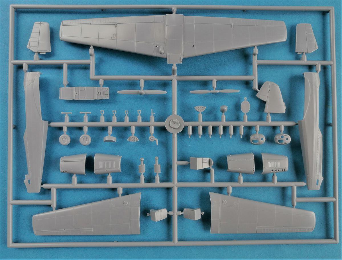 Kovozavody-KPM-0022-Zlin-C-105-Trener2-5 Zlin C-105 (Trenér 2) in 1:72 von KP Models #KPM 0022