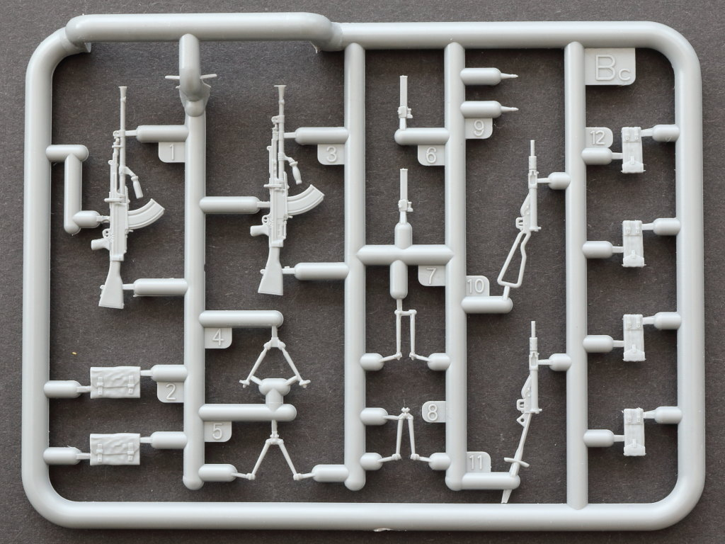 IMG_0059 British Weapons & Equipment for Tank Crew & Infantry 1:35 Miniart (#35361)