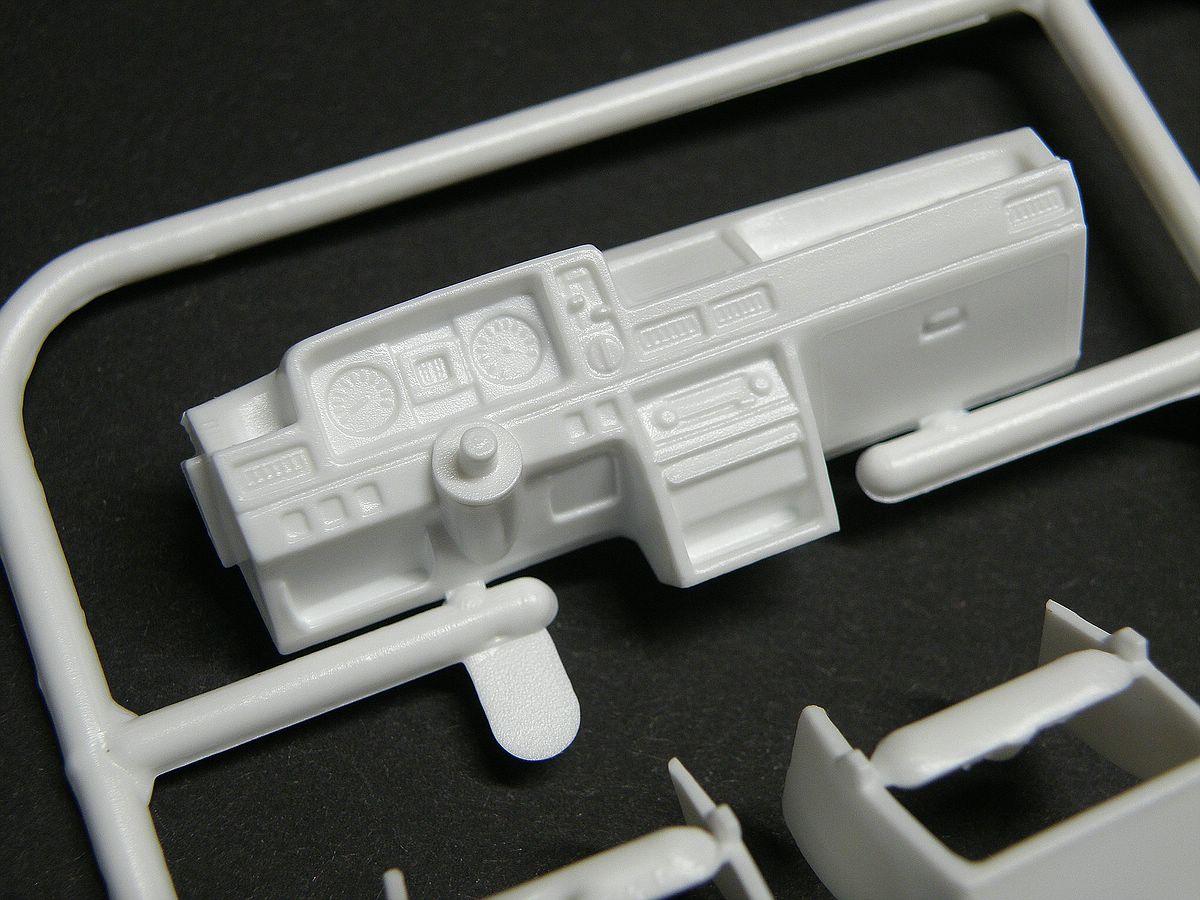 Matchbox-40381-Ford-Escort-XR-3-7 Kit-Archäologie: Ford Escort XR-3 in 1:25 von Matchbox #40381