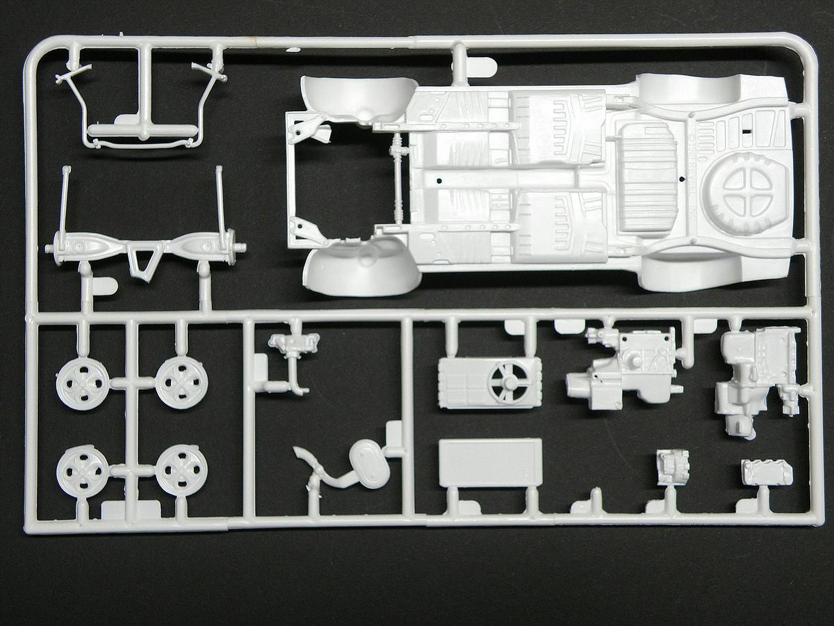 Matchbox-40381-Ford-Escort-XR-3-8 Kit-Archäologie: Ford Escort XR-3 in 1:25 von Matchbox #40381