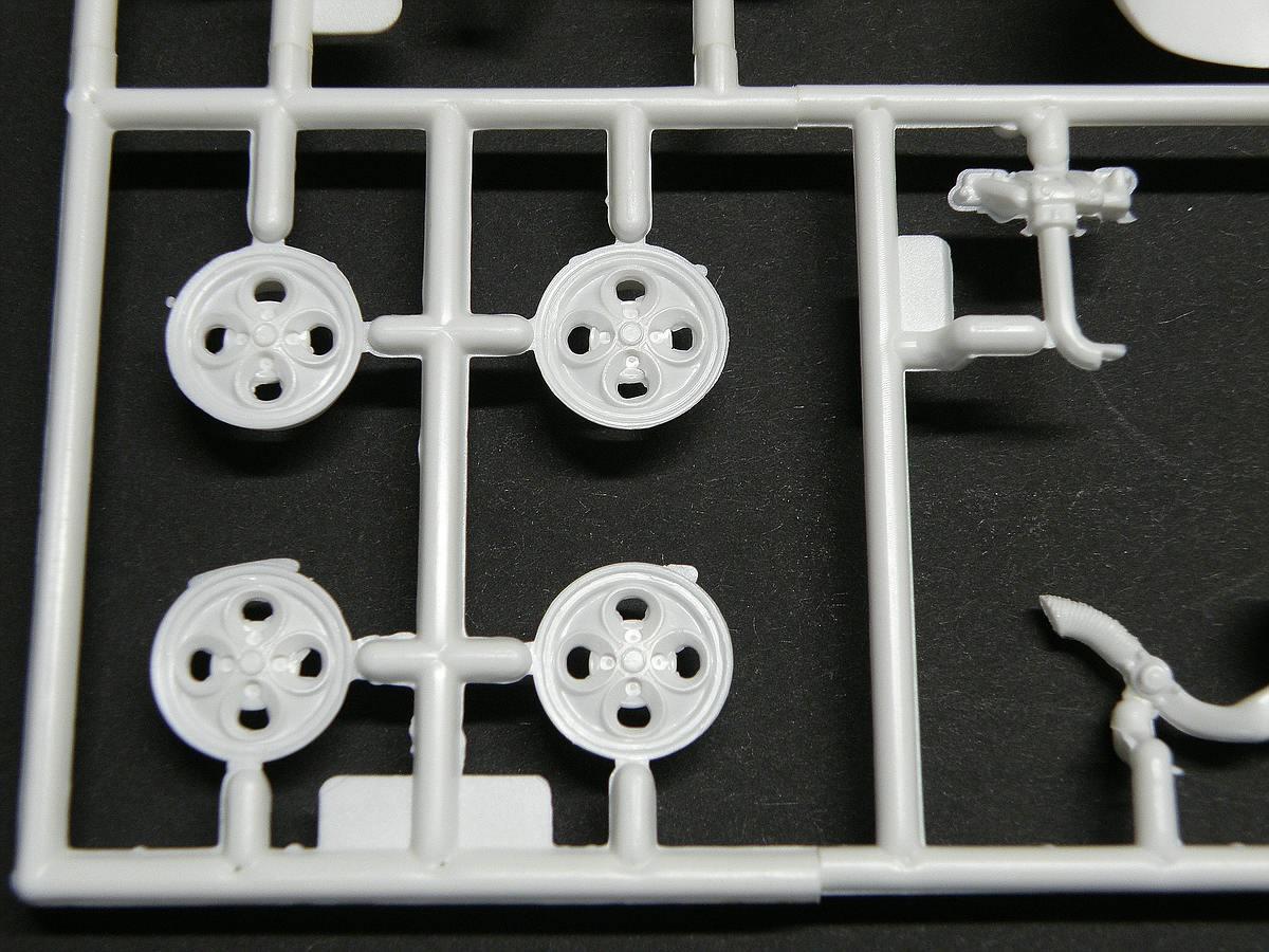 Matchbox-40381-Ford-Escort-XR-3-9 Kit-Archäologie: Ford Escort XR-3 in 1:25 von Matchbox #40381